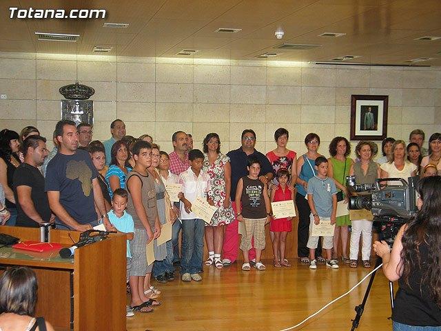 El concejal de Nuevas Tecnologías clausura el primer semestre de 2010 del proyecto RAITOTANA con la entrega de diplomas a los alumnos, Foto 1