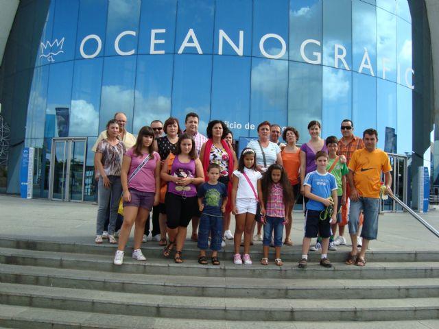 Medio centenar de personas asiste al viaje a la Ciudad de las Artes y las Ciencias de Valencia, enmarcado en el programa Verano Joven 2010, Foto 2