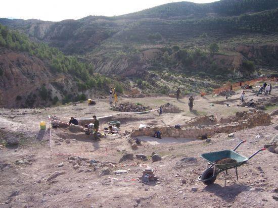 La 7 Región de Murcia emite mañana, de 13:45 a 14,30 horas, un reportaje sobre el proyecto de musealización del Yacimiento Argárico de La Bastida, Foto 1