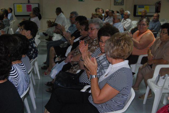 Las personas mayores de Totana celebran hoy su Día Internacional con una Asamblea General de los socios del Centro Municipal y una chocolatada, Foto 1