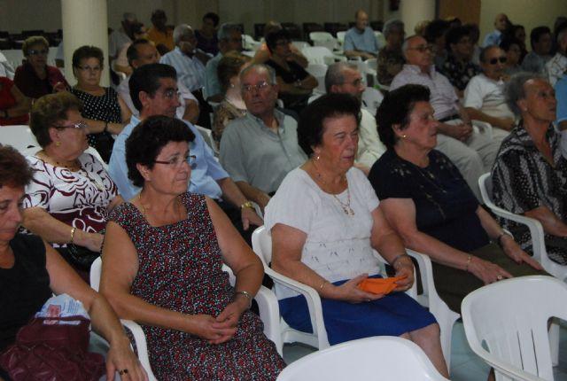 Las personas mayores de Totana celebran hoy su Día Internacional con una Asamblea General de los socios del Centro Municipal y una chocolatada, Foto 2