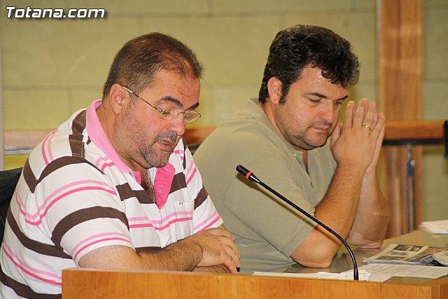 IU afirma que el ayuntamiento ha reducido en un 90% las inversiones en los Planes de Obras y Servicios para 2011, Foto 1