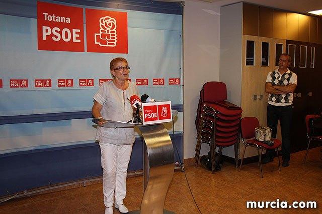 Los socialistas votan en primarias y eligen a Begoña García Retegui como candidata a las elecciones regionales de 2011, Foto 1