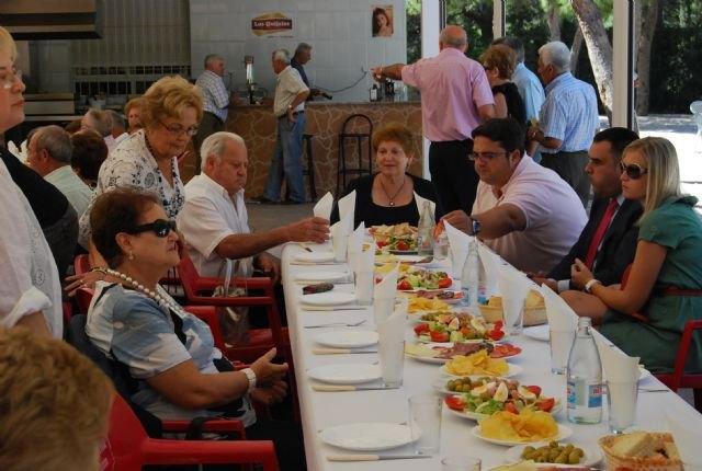 Autoridades municipales asisten a los actos que han conmemorado el Día Internacional de las Personas Mayores, Foto 1