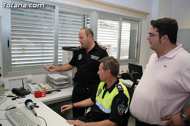 Las personas con problemas auditivos ya pueden ponerse en contacto con la Policía Local enviando un mensaje de móvil al teléfono 682282092, Foto 1