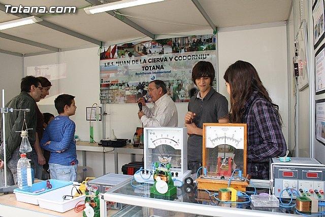 El IES Juan de la Cierva de Totana participó con un stand en la X Semana de la Ciencia y la Tecnología de la Región, Foto 1