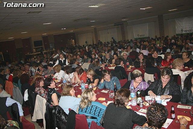 La Junta Local de la AECC organiza la tradicional cena a beneficio de la Asociación Española Contra el Cáncer, Foto 2