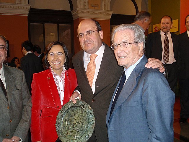 La Ministra de Medio Ambiente, Rosa Aguilar, entregó en la noche del pasado jueves el premio Alimentos de España a COATO, Foto 1