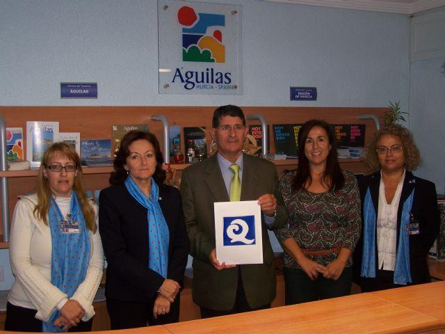 Guilas otorgan la 39 q 39 de calidad a la oficina de turismo de guilas - Oficina de turismo murcia ...