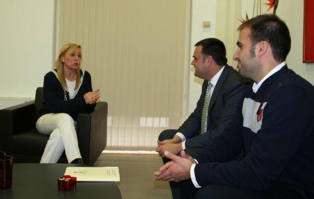 El alcalde se reúne con la Consejera de Presidencia para abordar algunos proyectos de futuro como el centro de recursos juveniles y la variante oeste, Foto 1