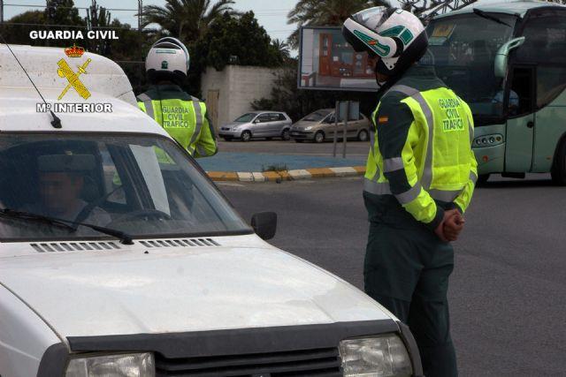 La Guardia Civil detiene a un conductor por circular en sentido contrario al establecido y superar las tasas de alcoholemia, Foto 1