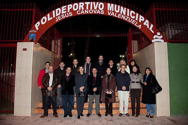 Inaugurada la remodelación de las pistas del Polideportivo Municipal de Mazarrón, que llevará el nombre del totanero Jesús Cánovas Valenzuela, Foto 1