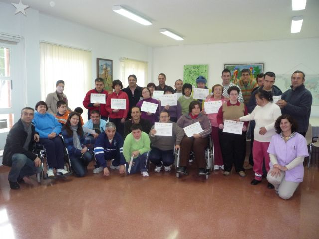 A total of 17 users of the Municipal Service Psychosocial participate in a computer course - 1