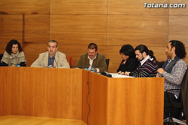 """The Socialist Party says that """"the press conference the mayor and four council members shows the breakdown of PP"""" - 1"""