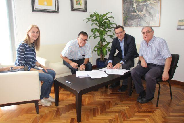El Ayuntamiento de Alhama y Cruz Roja renuevan su convenio de colaboración, Foto 1
