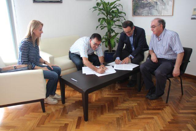 El Ayuntamiento de Alhama y Cruz Roja renuevan su convenio de colaboración, Foto 2