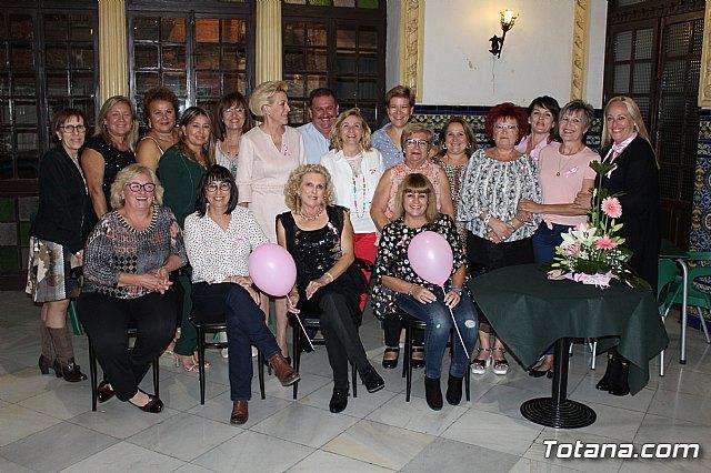 Un grupo de amigas, afectadas y supervivientes del Cáncer de mama se reúnen un año más con motivo del Día Mundial contra el Cáncer de mama - 1, Foto 1
