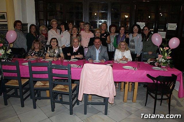 Un grupo de amigas, afectadas y supervivientes del Cáncer de mama se reúnen un año más con motivo del Día Mundial contra el Cáncer de mama - 2, Foto 2