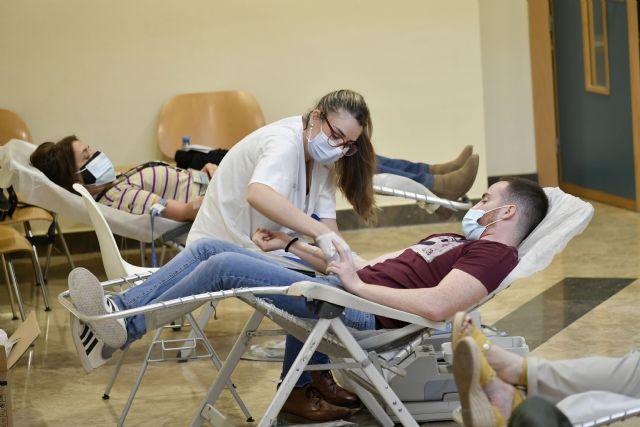 Estudiantes y personal de la Universidad de Murcia se suman a la campaña de donación de sangre - 2, Foto 2