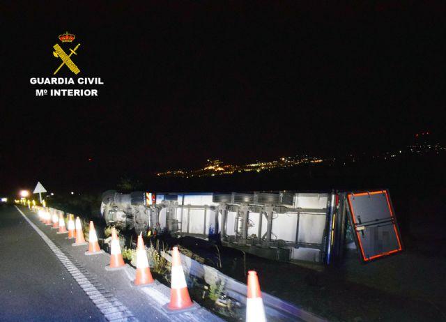 La Guardia Civil investiga al conductor de un camión de 40 toneladas por sextuplicar la tasa máxima de alcohol - 2, Foto 2