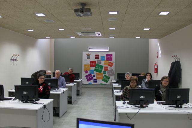 Comienza un nuevo curso de informática para mayores, Foto 2