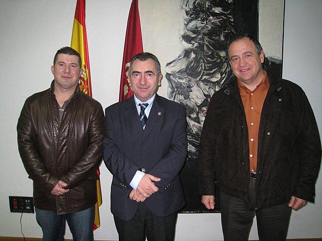 El consejero de Justicia y Seguridad Ciudadana mantuvo un encuentro hoy con el Jefe de la Policía Local de Totana, Foto 1