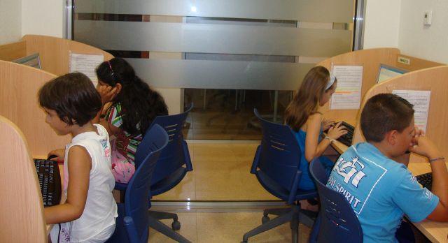 El Candil, de la mano del Ayuntamiento, desarrolla tres cursos de informática, Foto 1