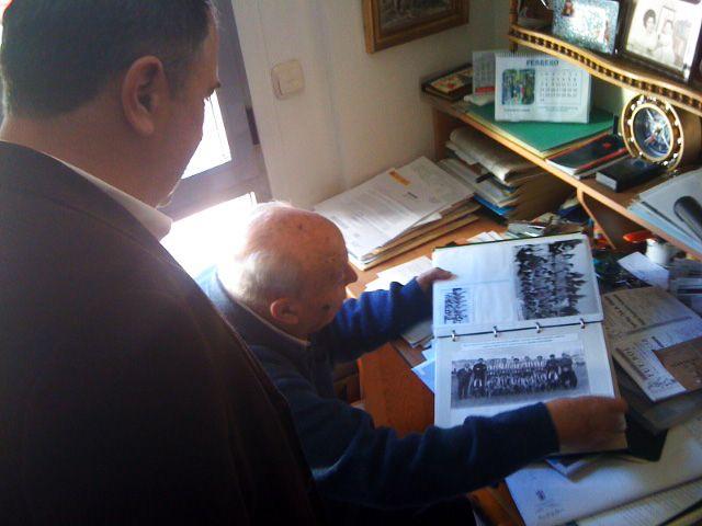 El concejal de Deportes trabaja en el programa de actividades que conmemorarán el 50 aniversario del Club Olímpico de Totana, Foto 1
