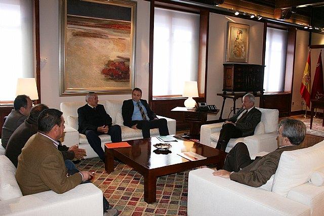 Ramón Luis Valcárcel recibe al secretario general de Adea-Asaja y al presidente de Fracom, Foto 1