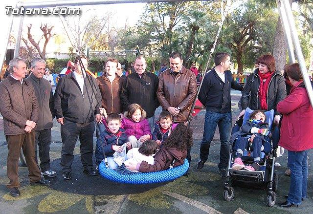 Doscientos niños con discapacidad disfrutarán de los dos parques adaptados que el ayuntamiento ha instalado, Foto 1
