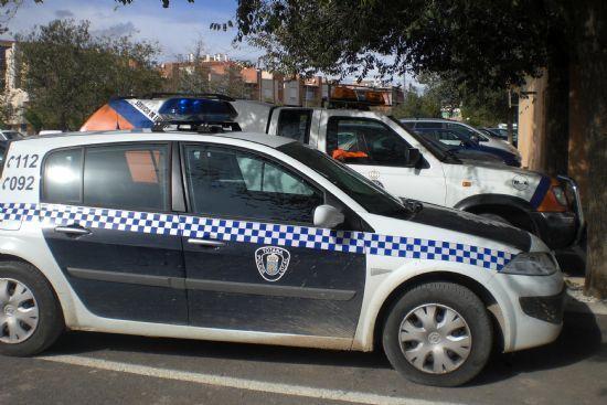 La policía local de Totana detiene a un vecino de Mazarrón que embistió a un agente y produce daños a una moto oficial, Foto 1