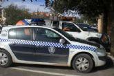La policía local de Totana detiene a un vecino de Mazarrón que embistió a un agente y produce daños a una moto oficial