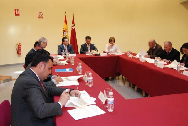 El alcalde de Totana y el consejero de Política Social suscriben un convenio, Foto 2