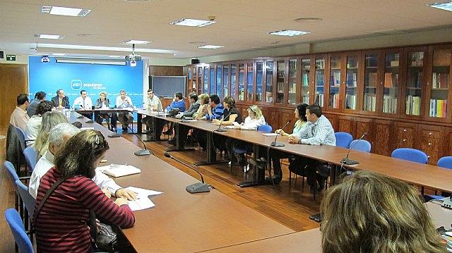 El PP regional se reúne con representantes de asociaciones de padres y madres, Foto 1