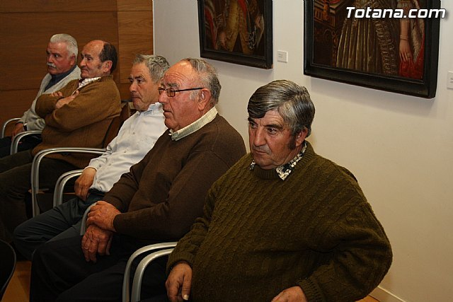 El ayuntamiento de Totana reconoce la labor desempeñada por ocho trabajadores del consistorio con motivo de su jubilación, Foto 1