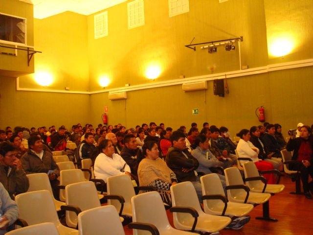 El concejal de Bienestar Social participa junto con la cónsul de Bolivia en una charla informativa, Foto 1