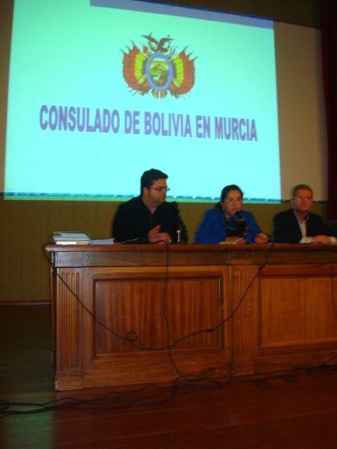 El concejal de Bienestar Social participa junto con la cónsul de Bolivia en una charla informativa, Foto 2