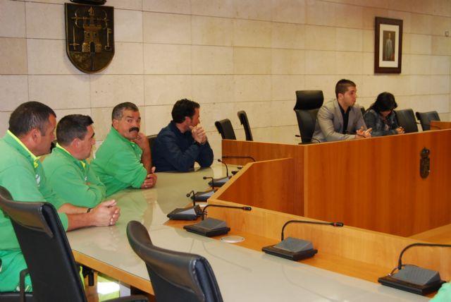 Los trabajadores del servicio de jardinería conocen de primera mano el nuevo proceso de contratación del servicio municipal que se va a llevar a cabo, Foto 3