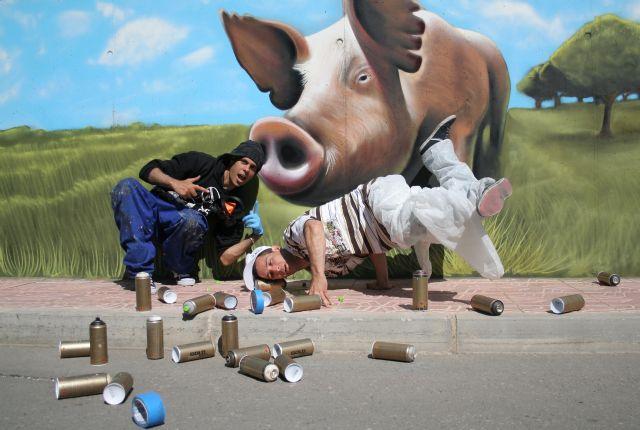 ELPOZO ALIMENTACIÓN contrata dos graffiteros profesionales para decorar sus instalaciones, Foto 1