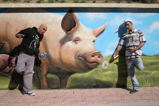 ELPOZO ALIMENTACIÓN contrata dos graffiteros profesionales para decorar sus instalaciones, Foto 2