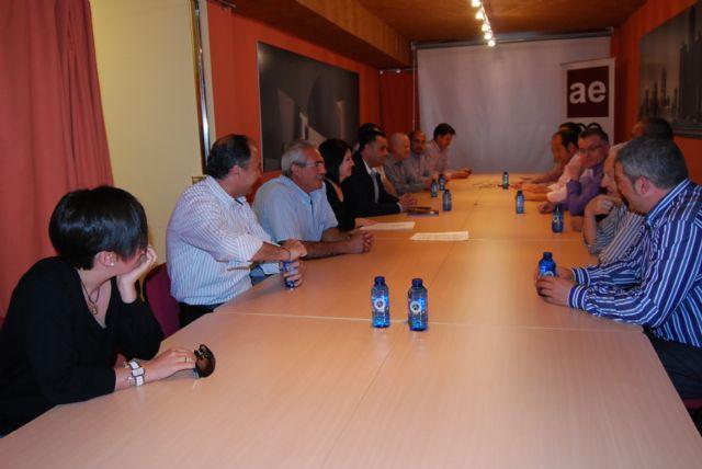 La candidata a la alcaldía, Isabel María Sánchez Ruíz, se está reuniendo con los colectivos sociales y productivos, Foto 3