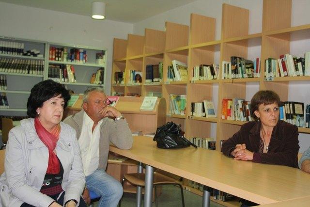 Miembros de la candidatura de IU-Verdes se reúnen con el Pedáneo y la Junta Vecinal del Paretón, para exponer el Programa Electoral, Foto 2