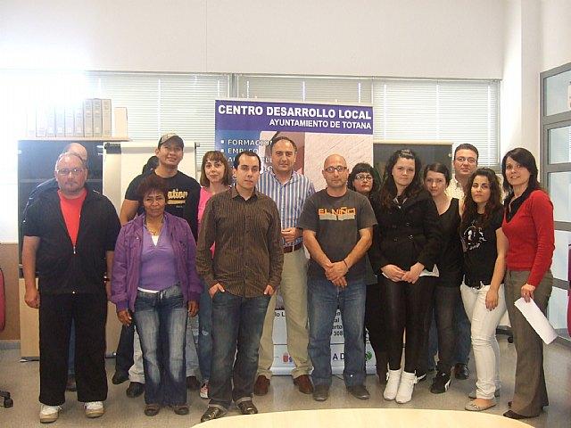 Personas desempleadas inician un curso gratuito de ofimática básica en el Centro de Desarrollo Local, Foto 1