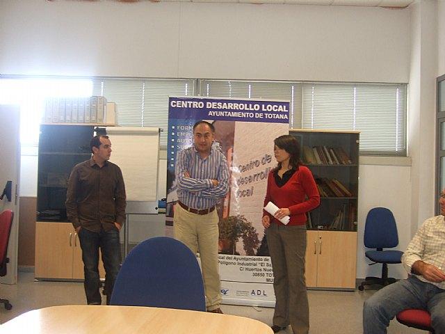 Personas desempleadas inician un curso gratuito de ofimática básica en el Centro de Desarrollo Local, Foto 2