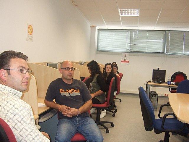 Personas desempleadas inician un curso gratuito de ofimática básica en el Centro de Desarrollo Local, Foto 3