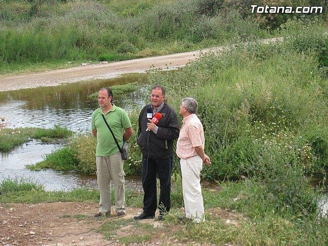 IU-Verdes pone en evidencia la nefasta depuración de aguas, demostrando la contaminación en el lecho del Río Guadalentín, Foto 1