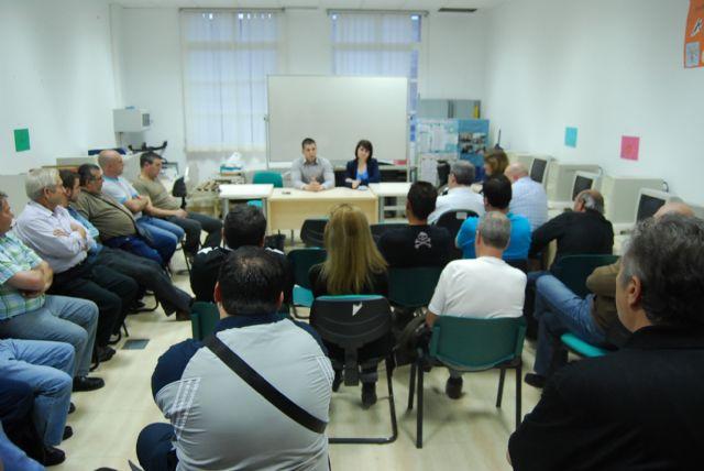 La candidata a la alcaldía por el PP se reúne con los trabajadores de la empresa municipal CEDETO, Foto 1