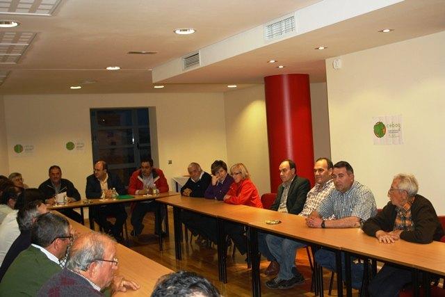 La candidatura de IU-Verdes y la Directiva de CEBAG mantuvieron una reunión para explicar y asumir propuestas del Programa Electoral, Foto 1