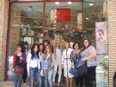 El programa de cualificación de servicios auxiliares de estética visita la academia Nefer Center en Murcia