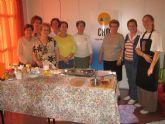 Un total de 15 socios del Centro de Personas Mayores han participado en el taller de cocina Con las manos en la masa